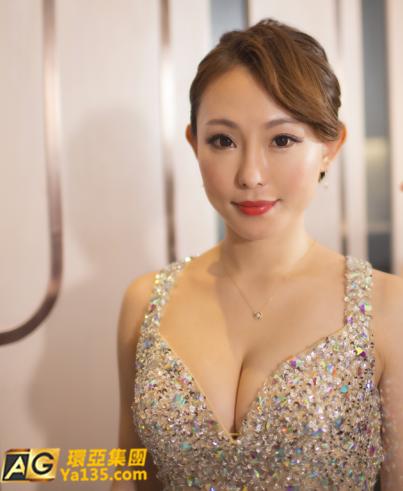 AG环亚集团:可撩可约冲田老师深V长裙化身美人鱼与你过七夕