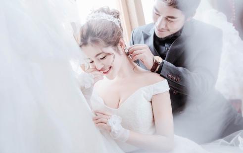 完成他们幸福的婚纱照拍摄,海南三亚婚纱摄影前十名排名哪家好,