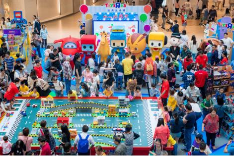 超级卡通明星齐聚上海七宝万科,与亲子家庭亲密互动